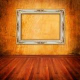 Parede velha do grunge com frame do vintage Foto de Stock
