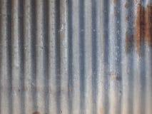 Parede velha do metal do zinco com fundos oxidados Foto de Stock