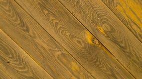 Parede velha feita de placas de madeira, textura diagonal fotos de stock