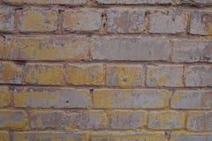 Parede velha pintada nas máscaras do rosa e do amarelo Foto de Stock Royalty Free