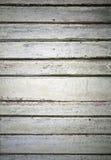 A parede verde velha feita do forro de madeira embarca Fotos de Stock