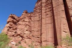 Parede vermelha alta da rocha Imagem de Stock Royalty Free