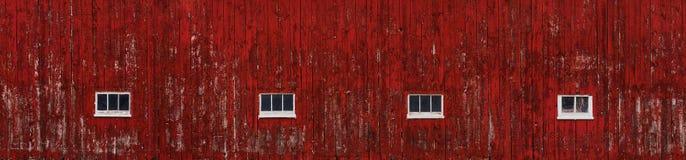 Parede vermelha do celeiro que toma partido largamente Fotografia de Stock
