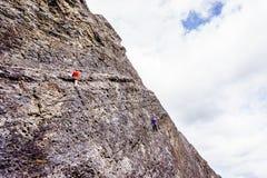 Paredes íngremes de escalada da rocha nos lagos Grassi perto de Canmore Imagens de Stock Royalty Free