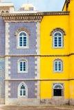 Paredes amarelas e azuis do castelo velho Portugal, o palácio de Pena Foto de Stock Royalty Free