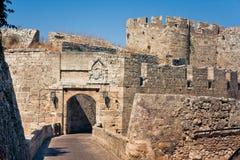 Paredes antiguas de la ciudad de Rodas Imagenes de archivo