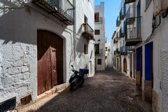 Paredes blancas de la ciudad vieja de Creta Grecia fotos de archivo