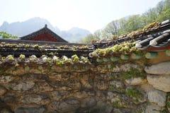 Paredes coreanas viejas del templo fotografía de archivo