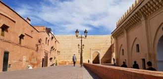 Paredes da cidade de C4marraquexe Medina - cidade fortificada velha foto de stock