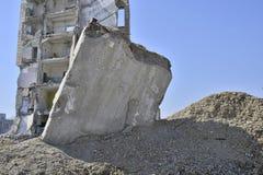 Paredes da laje de cimento de construir separadamente a colagem fora da terra Fundo fotos de stock royalty free