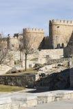 Paredes de Ávila en el área del puente. Fotografía de archivo libre de regalías