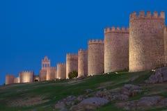 Paredes de Ávila en la oscuridad fotos de archivo libres de regalías