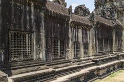 Paredes de Angkor Wat con la ventilación Fotos de archivo libres de regalías