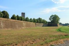 Paredes de la ciudad de Lucca imagen de archivo libre de regalías