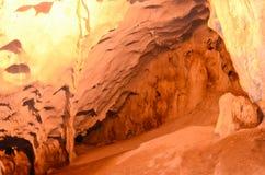 Paredes de la cueva de Karain. Fotografía de archivo libre de regalías