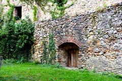 Paredes de la iglesia fortificada medieval en Cristian, Transilvania Imagen de archivo