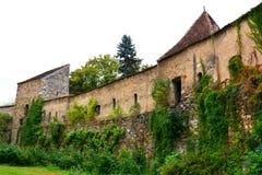 Paredes de la iglesia fortificada medieval en Cristian, Transilvania Fotos de archivo