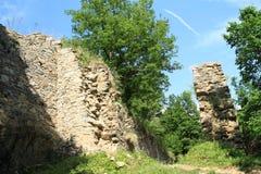 Paredes de la piedra de las muchachas del castillo Fotos de archivo
