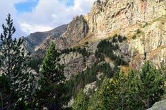 Paredes de la roca en los Pirineos del este Fotografía de archivo libre de regalías
