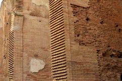 Paredes de ladrillo en el Colosseum de Roma imágenes de archivo libres de regalías