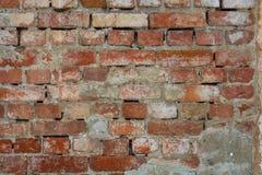 Paredes de ladrillo, pared vieja con el yeso que desmenuza, textura, fondo Imagen de archivo libre de regalías