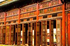 Paredes de madera del palacio chino Foto de archivo libre de regalías
