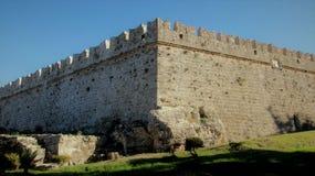 Paredes de pedra em Rhodes Old Town fotografia de stock royalty free