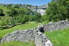 Paredes de pedra secas - vales de Yorkshire, Inglaterra Fotografia de Stock Royalty Free