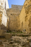 Paredes de piedra de un castillo medieval Ciudad de Consuegra en el provi Foto de archivo libre de regalías