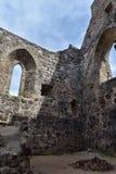Paredes de piedra de un castillo medieval viejo Imagen de archivo