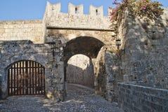 Paredes de tijolo na cidade velha do Rodes, Gateway. Imagens de Stock