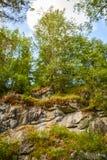 Paredes de uma pedreira de mármore abandonada Ruskeala, Carélia, Rússia imagem de stock