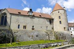Paredes de un castillo y de su torre masiva Fotografía de archivo