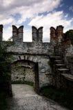 Paredes del castillo con el portal Foto de archivo libre de regalías