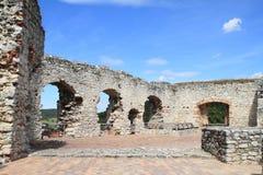 Paredes del castillo del palacio con las ventanas Imagenes de archivo