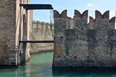 Paredes do castelo medieval de Sirmione, no lago Garda, Itália Fotografia de Stock
