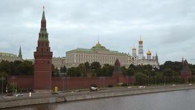 Paredes do Kremlin e palácio grande do Kremlin em Moscou Imagens de Stock