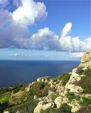 Paredes do penhasco da pedra calcária dos penhascos de Dingli em Malta Fotos de Stock Royalty Free