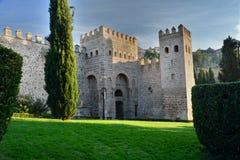 Paredes e porta medievais de Alfonso VI em Toledo imagem de stock royalty free