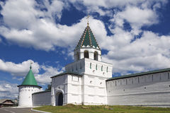 Paredes e torres do monastério de Ipatiev, Kostroma, Fotos de Stock Royalty Free