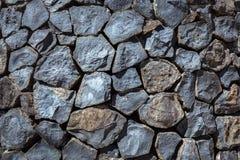 Paredes llenadas para arriba por las rocas Imagenes de archivo