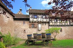 Paredes medievales de Riquewihr, Francia de la ciudad Imagenes de archivo