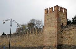Paredes medievales y un farol en Marostica en Vicenza en Véneto (Italia) Imagen de archivo libre de regalías