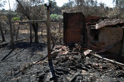 Paredes, pilars e forno de uma vertente queimada - Pedrogao do tradicional grandioso Fotos de Stock Royalty Free