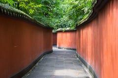 Paredes rojas en un templo budista en China imagen de archivo