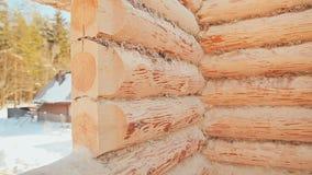 Paredes Unterminated del edificio Albañilería canadiense del ángulo Estilo canadiense Casa de madera hecha de registros almacen de video
