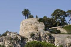 Paredes viejas arruinadas del castillo en Mónaco. Fotos de archivo
