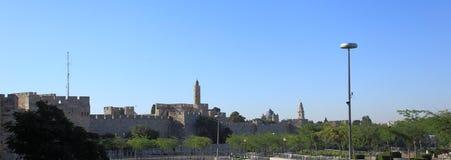 Paredes viejas de la ciudad en Jerusalén de la calle de Jaffa Imagen de archivo libre de regalías