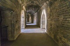 Paredes viejas en la arena en Arles imagen de archivo