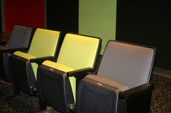 Paredes y asientos coloridos Fotografía de archivo